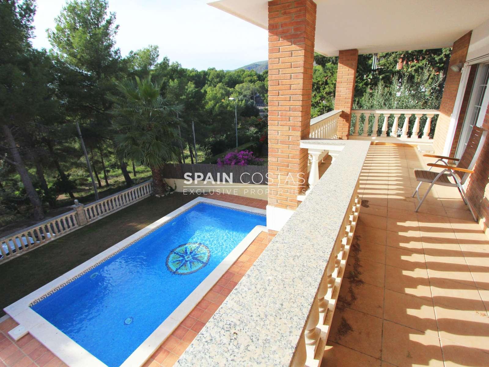 Casa unifamiliar con piscina en castelldefels for Piscina castelldefels