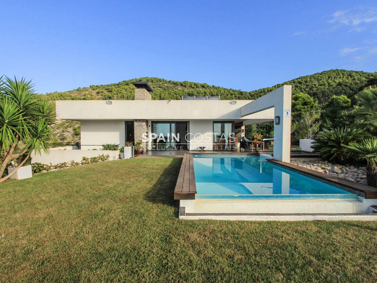 Villa de lujo en venta en montgavina sitges for Alquiler casa con piscina cadiz