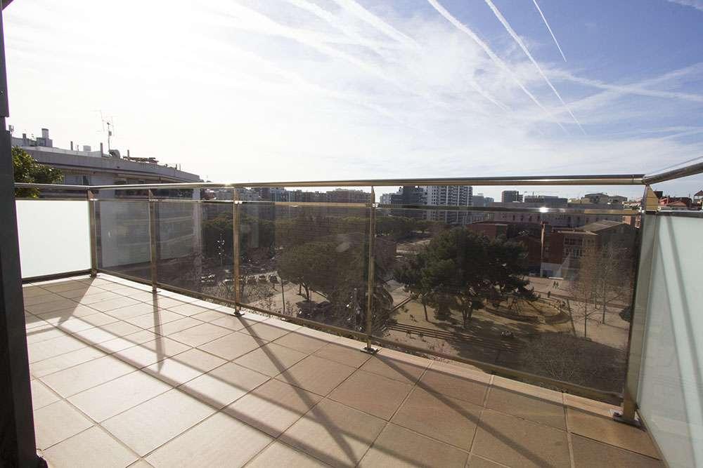 Piso exterior  con vistas despejadas al parque y parking