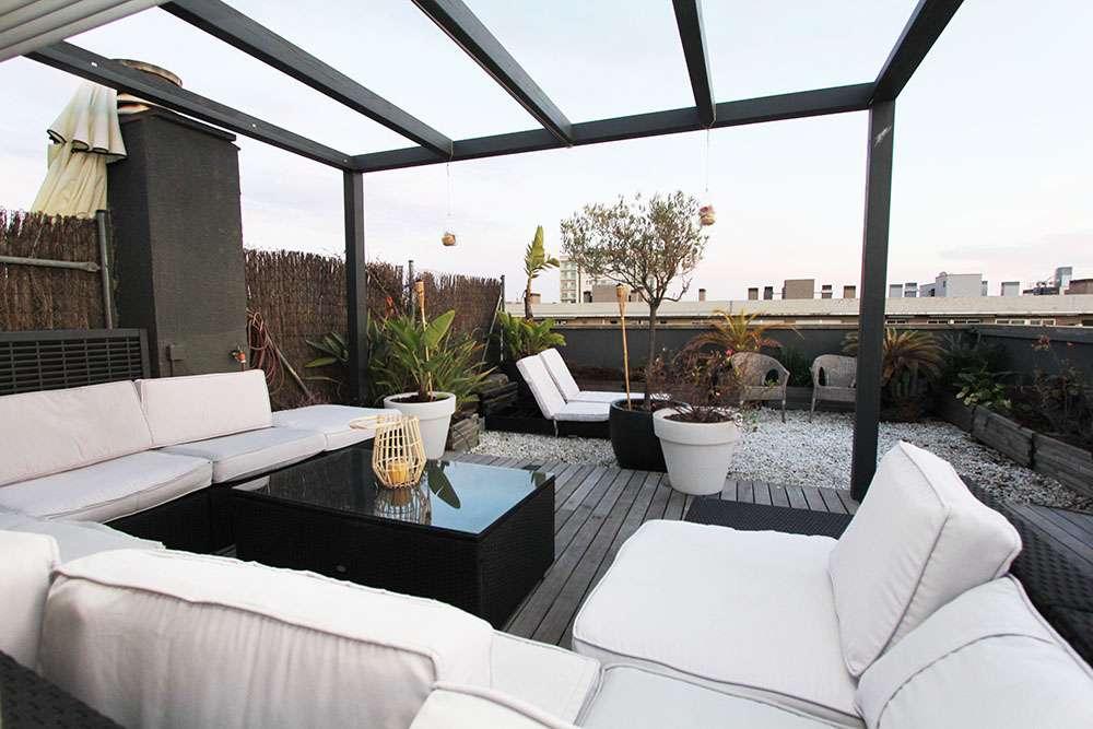 Piso con terraza y vistas despejadas