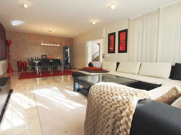 Casa unifamiliar con piscina en Castelldefels