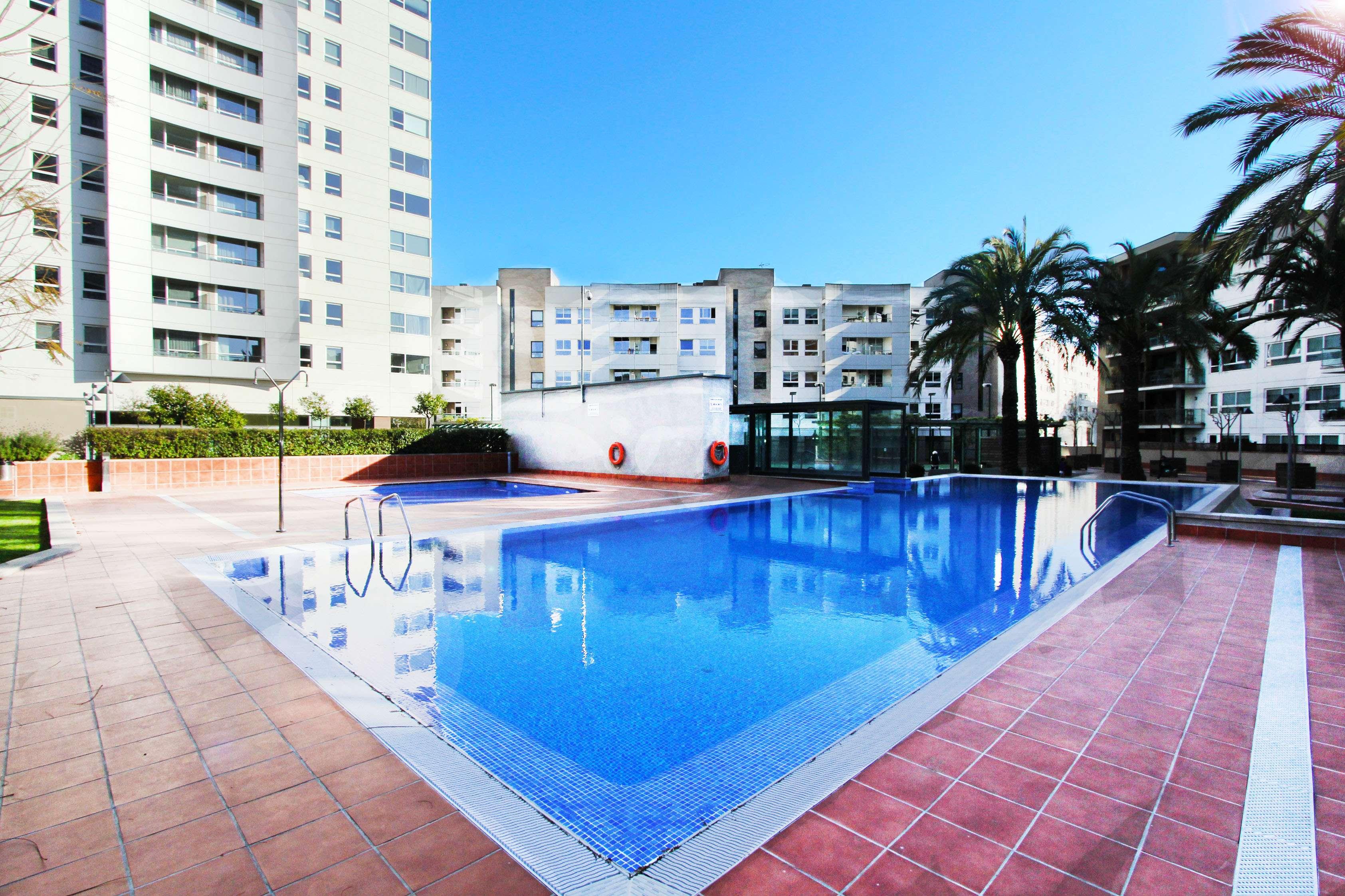 Piso con terraza y piscina en Diagonal Mar
