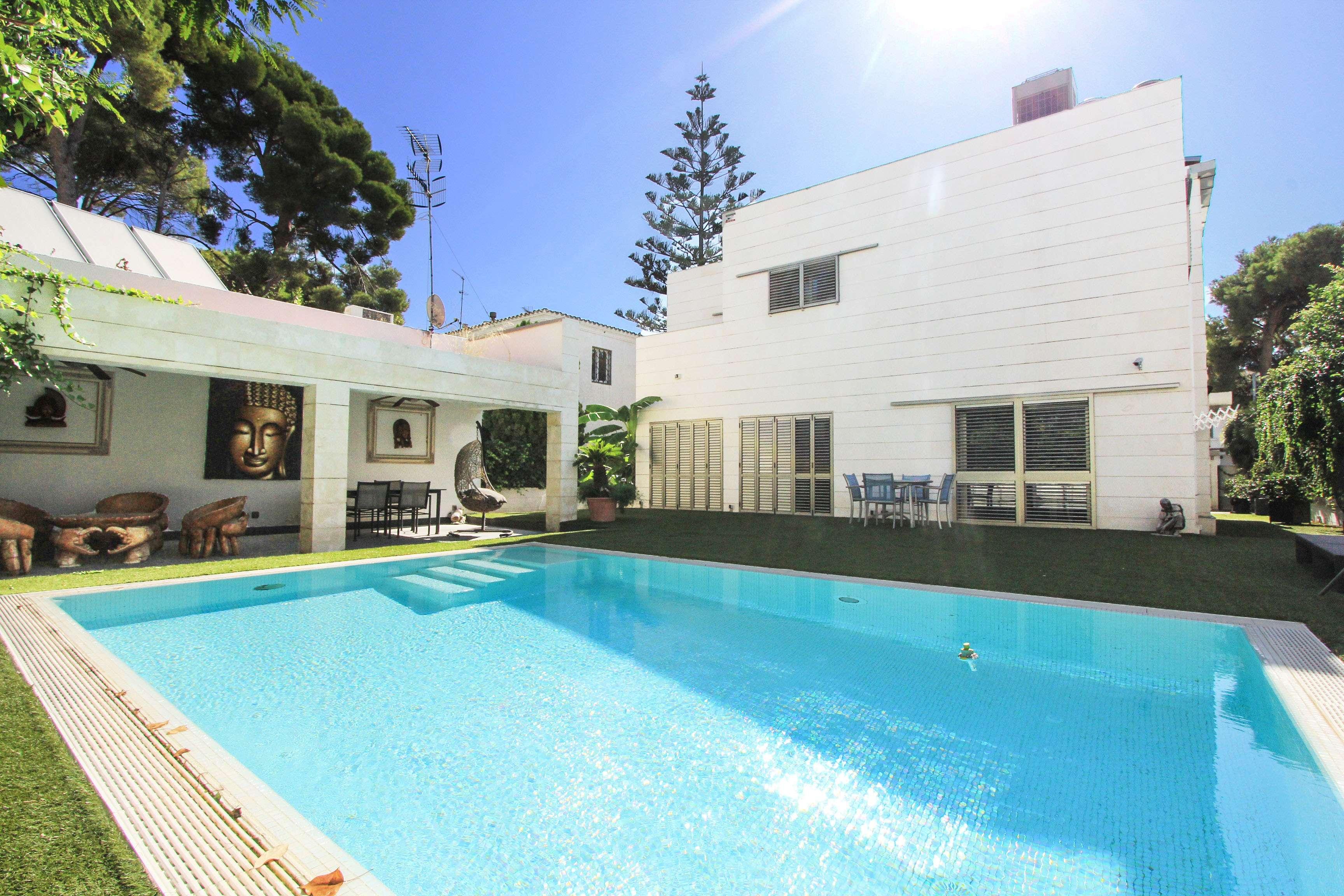Casa Moderna en la segunda línea de mar, Sitges