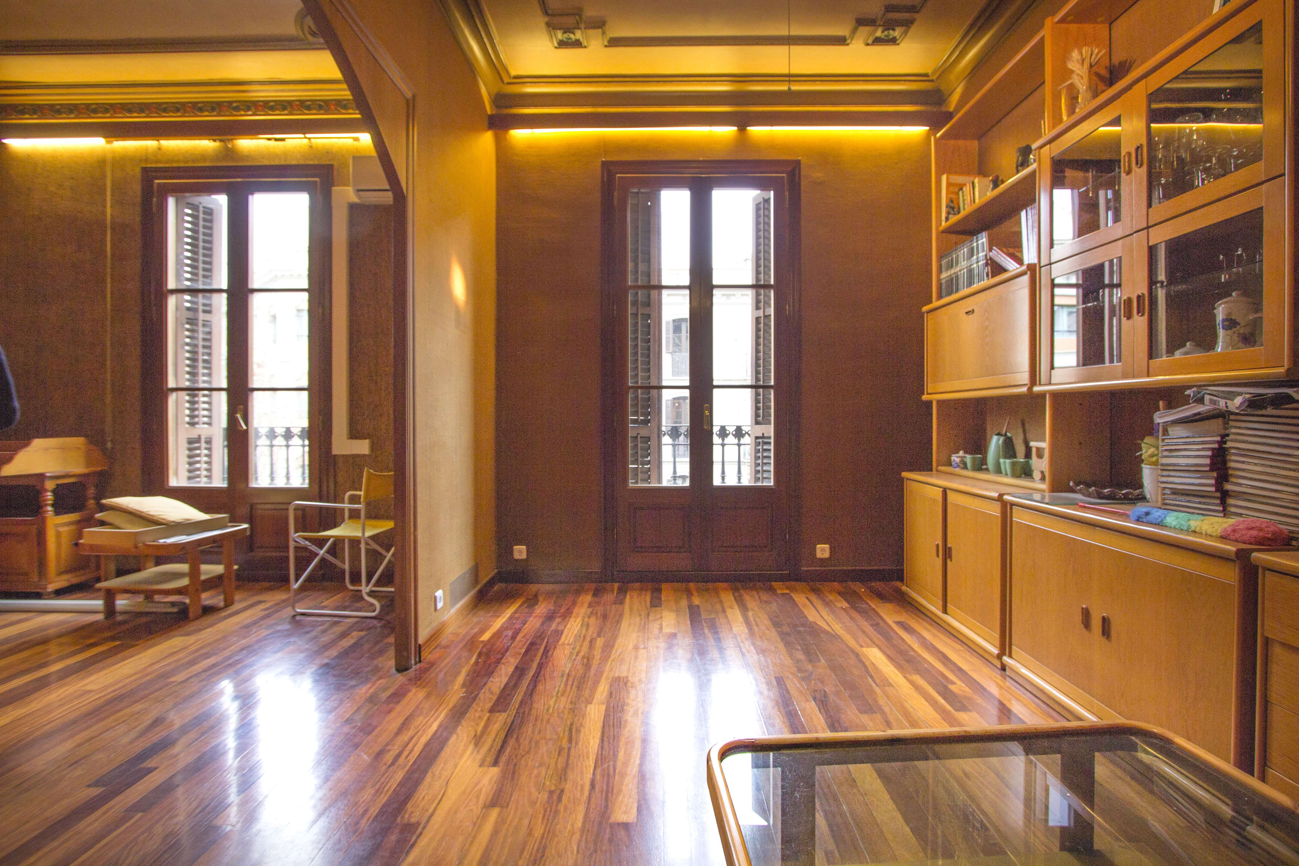 Apartamento luminoso en el centro de Barcelona.