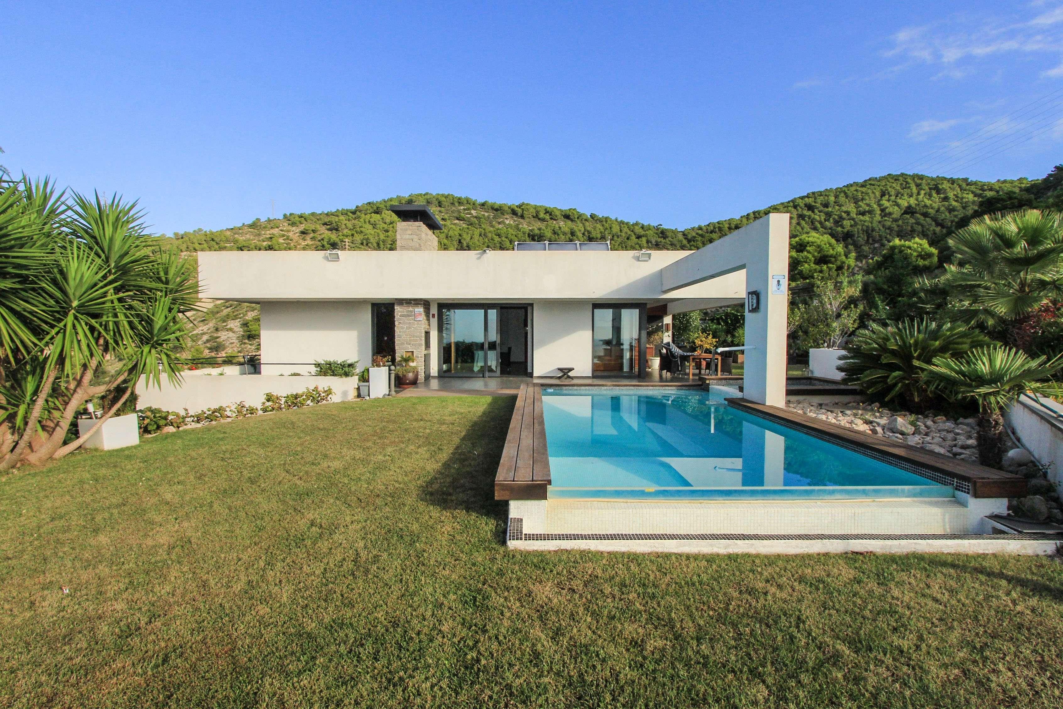 Villa de Lujo en Venta en Montgavina, Sitges